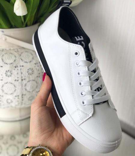 Białe buty sportowe 2