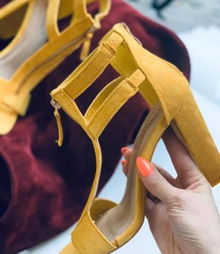 Żółte zamszowe sandały na słupku 1