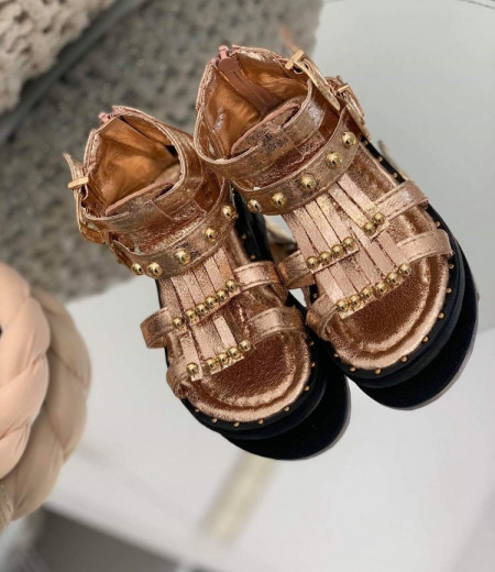 Sandały dziewczęce w kolorze szampańskim 1